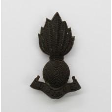 Royal Artillery WW2 Plastic Economy Field Service Cap/Collar Badge
